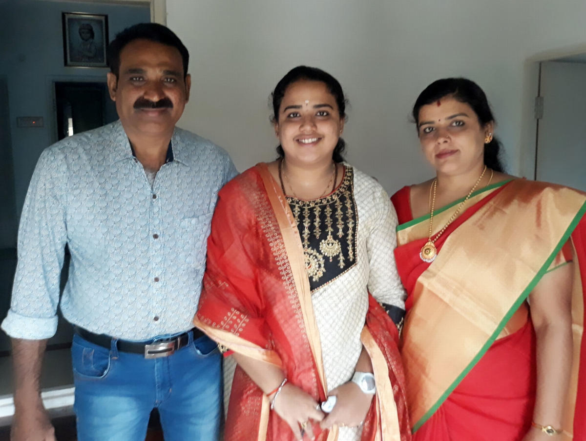 Ashwini A, who bagged 11 gold medals in BVSc, with her parents Ashok and Kasturi. dh photo