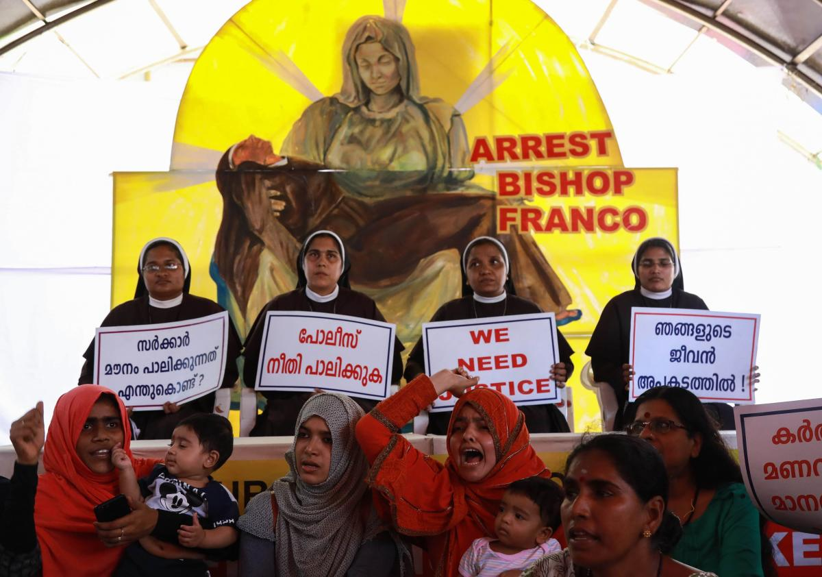 Nuns and supporters protest as they demand the arrest of Bishop Franco Mulakkal, who is accused of raping a nun, outside the High Court in Kochi. (AFP Photo)