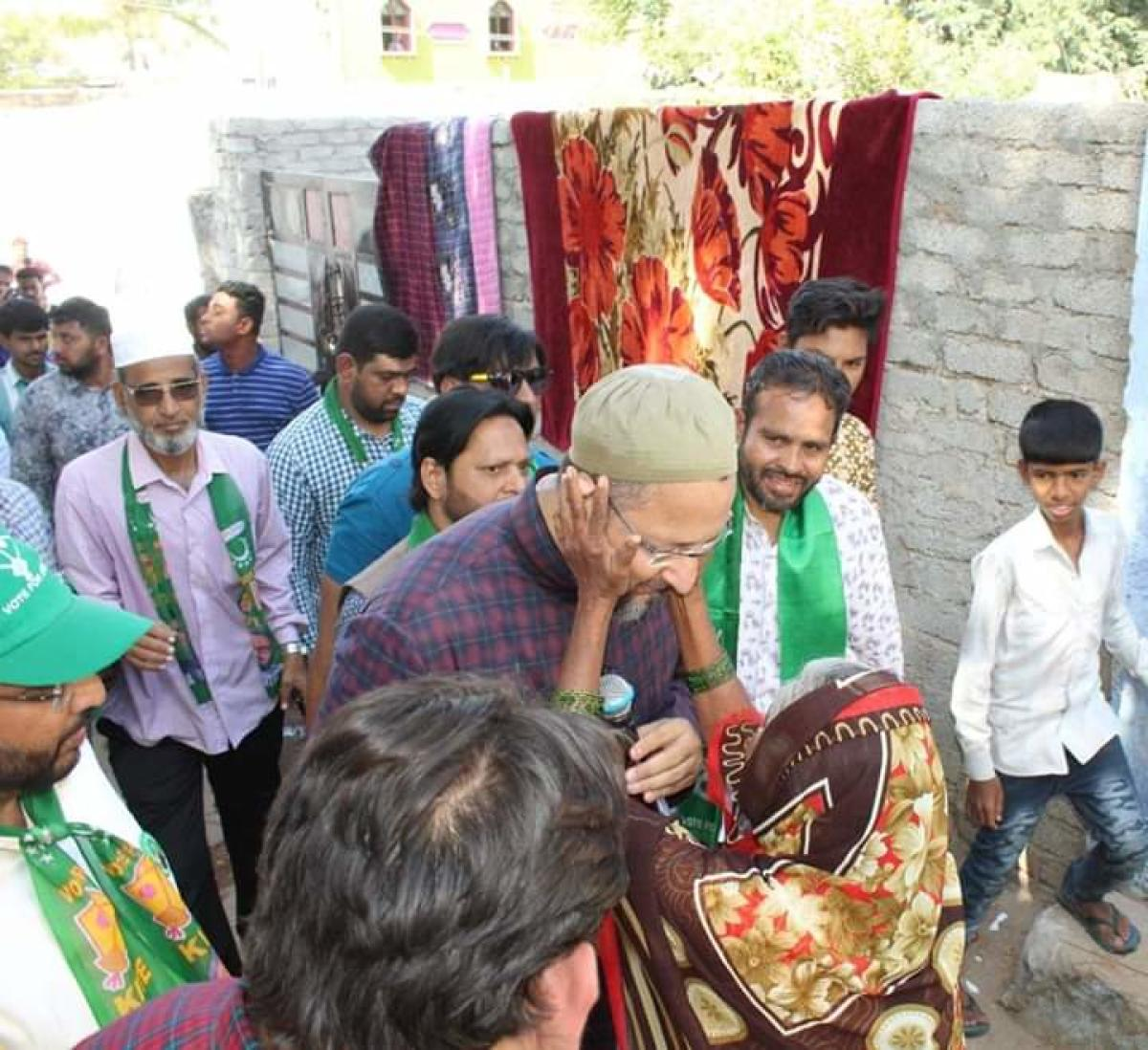 Asaduddin Owaisi during his campaign in Hyderabad Old City. DH PHOTO