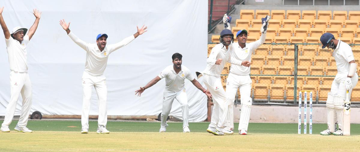 Karnataka's R Vinay Kumar (centre) along with his team-mates unsuccessfully appeal for a caught-behind verdict against Saurashtra's Cheteshwar Pujara during their Ranji Trophy semifinal at the M Chinnaswamy Stadium in Bengaluru on Sunday. DH Photo/ Srikanta Sharma R