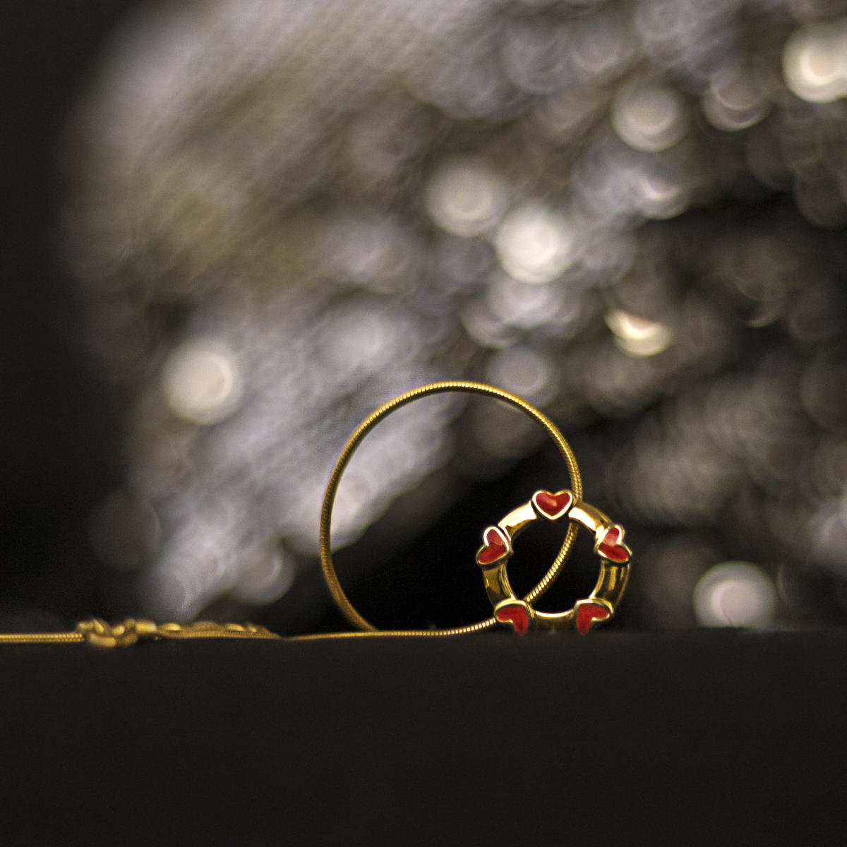 Whether you are preparing to pop the question on Valentine's Day or just thinking of gifting her something special, go for either a trendy ring in gold, diamond or gemstones.