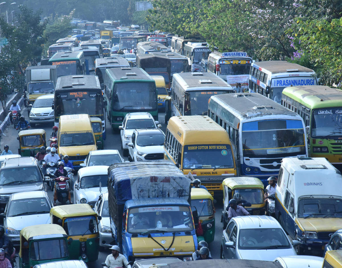 Heavy traffic jam on Seshadri road during the six protest in Freedom park along with two procession of Savitha Maharshi Jayanthi at Vidhana soudha, in Bengaluru. DH Photo by Janardhan B K
