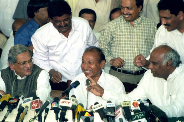 Dinakar was the state police chief when matinee idol Dr Rajkumar was abducted by forest brigand Veerappan and he had a challenging task in maintaining the law and order in the state.