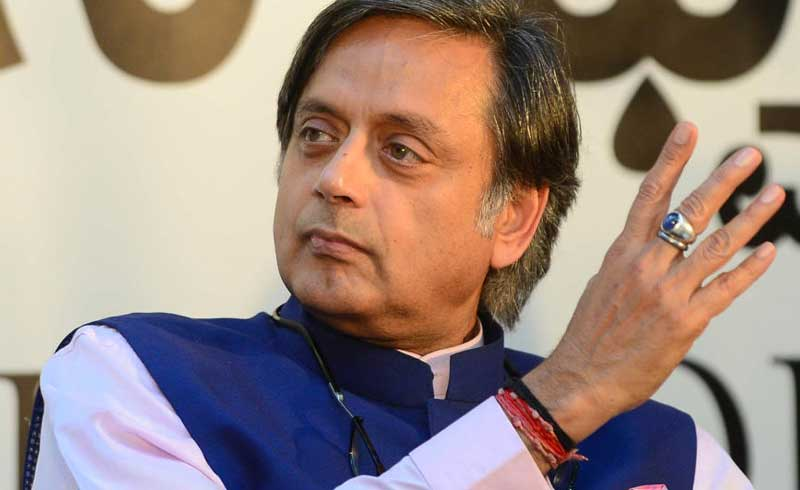 Congress MP and author Shashi Tharoor speaking at BLF on Sunday. DH photo.