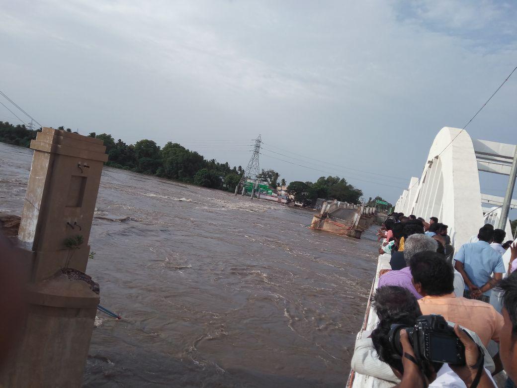 The British era bridge was an important part of modern Tiruchirappalli's history. (DH Photo)