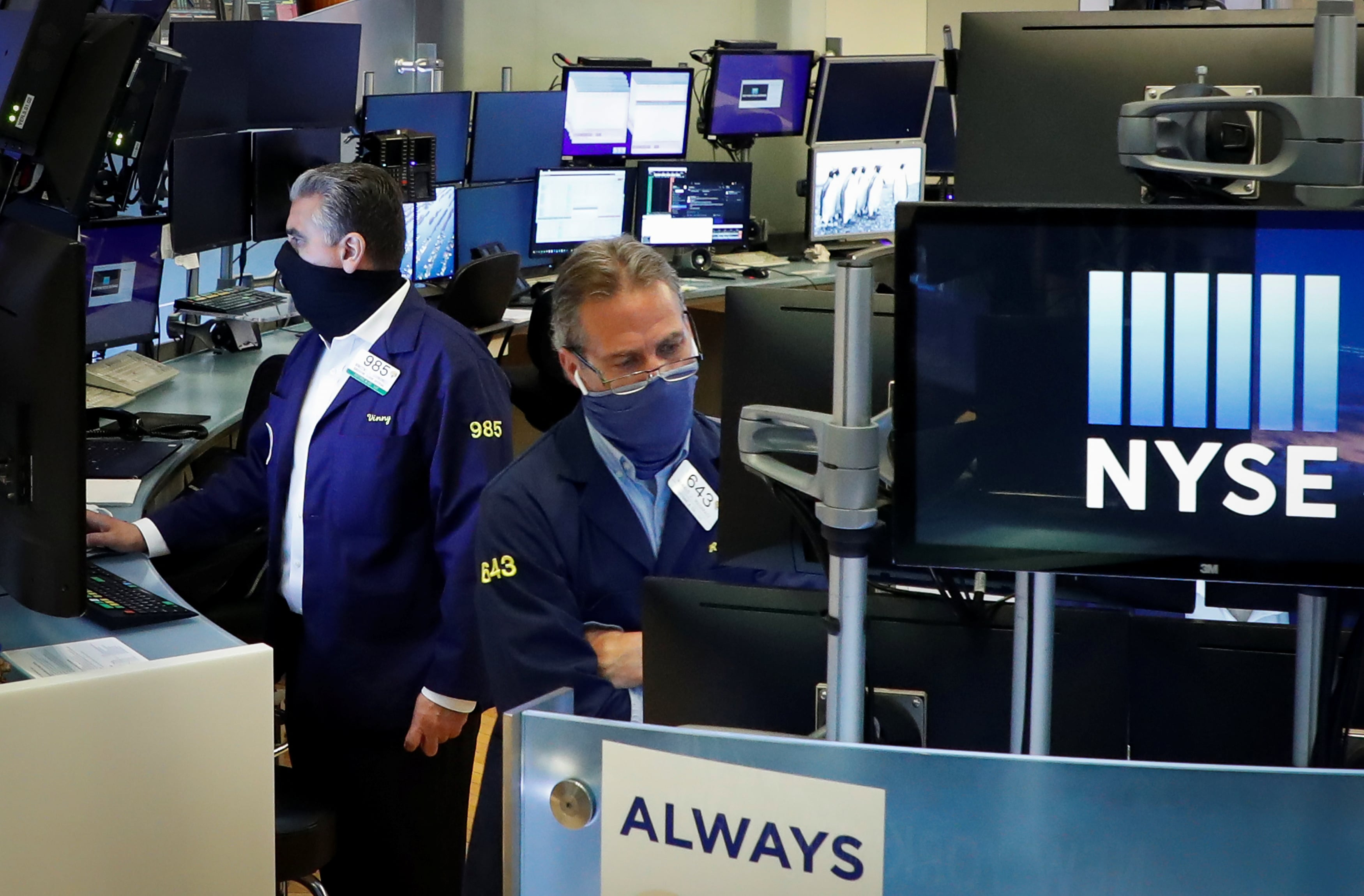 US stocks open higher as NYSE trading