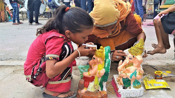 ARTISTIC A mother and child duo give finishing touches to Ganesha idols.