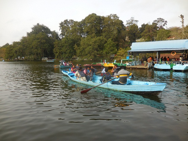 Boating is a favourite pastime in Kodai Lake.