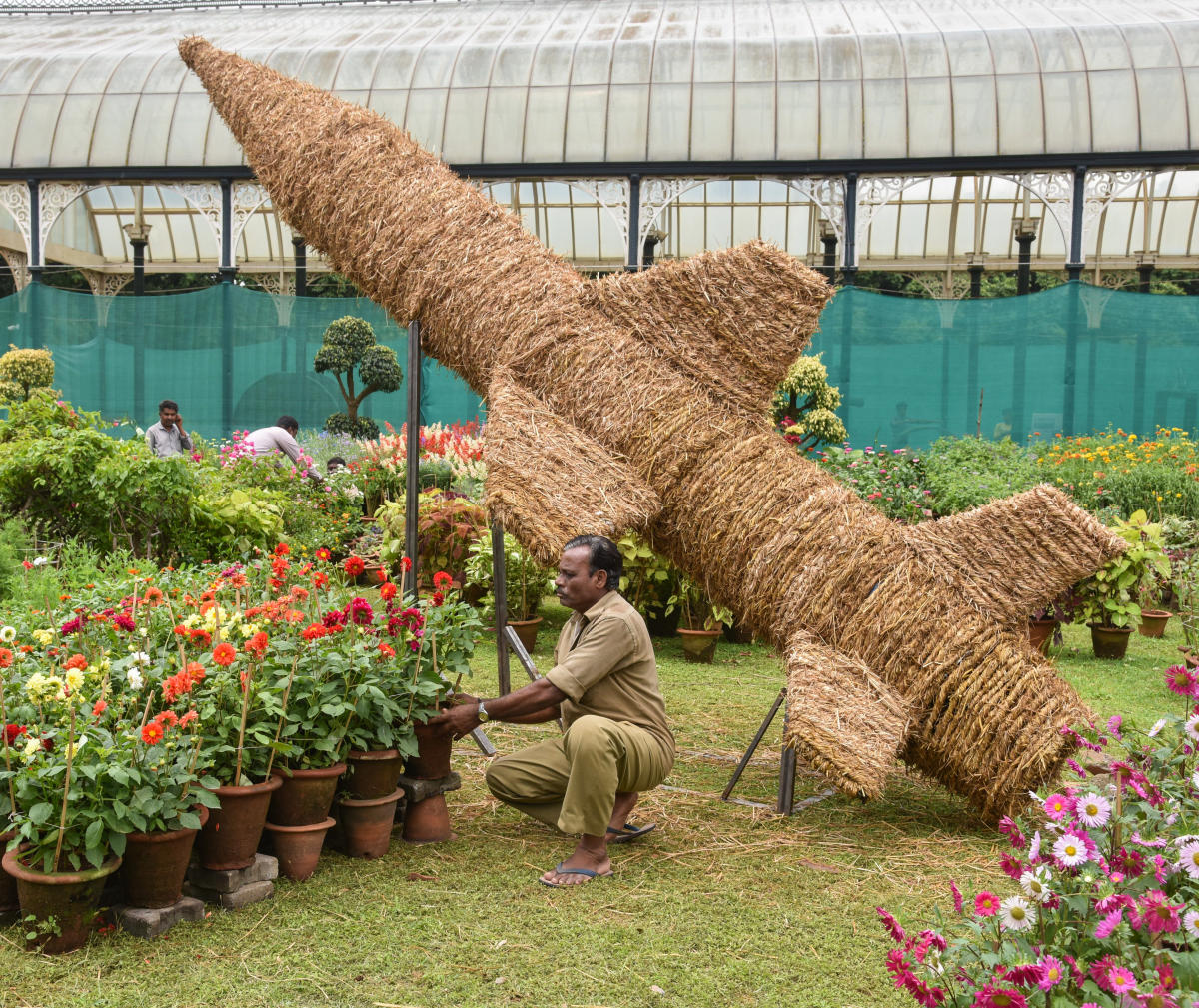 Workers preparing a floral model of the Tricolour at the Lalbagh gardens on Thursday. The show will be on between August 4 and 15. DH Photo/S K Dinesh