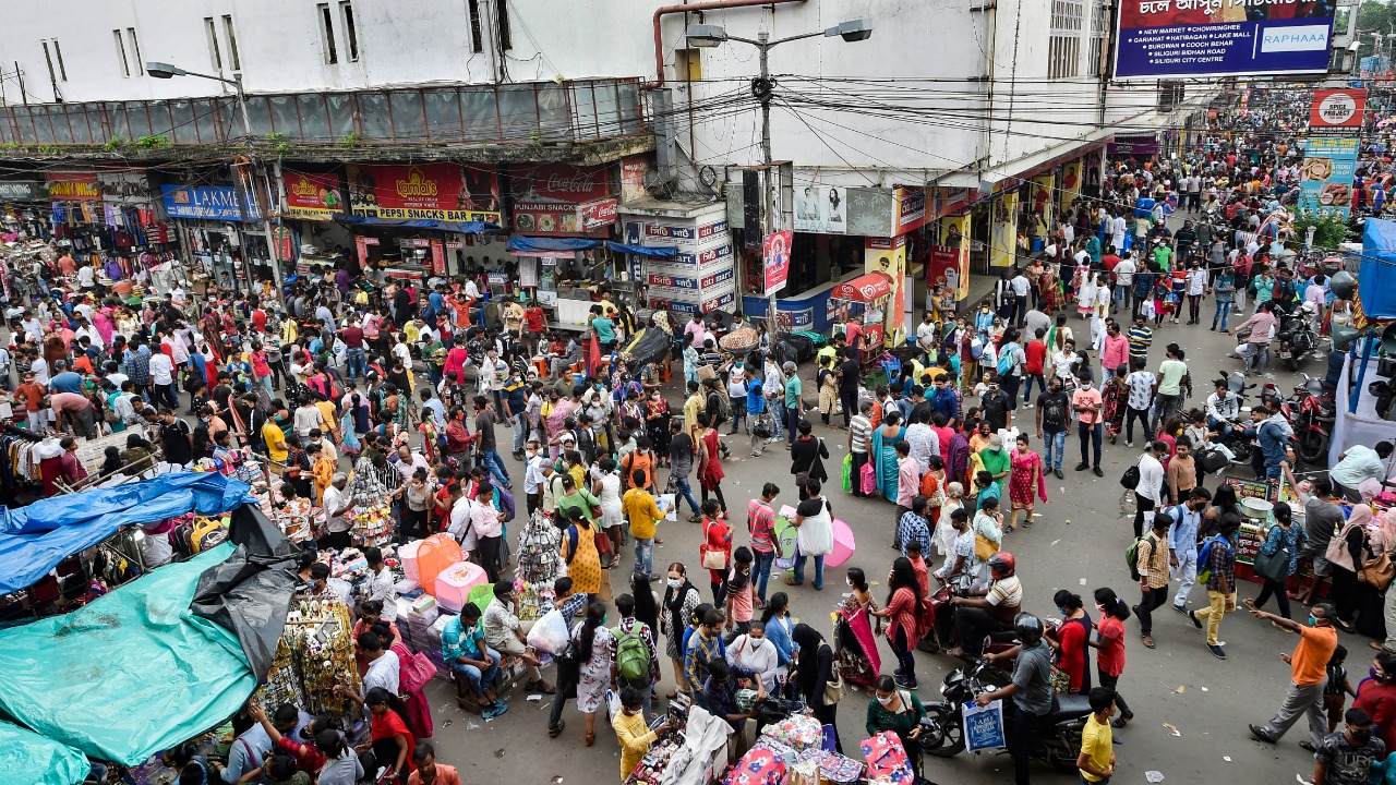 Puzzling Covid-19 decline in India sparks a shopping spree - Deccan Herald