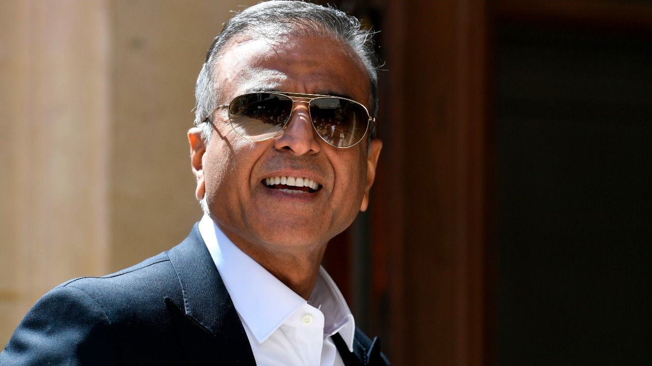 Sunil Mittal vows to bring telecom industry together, talks toNick Read, will reach out to Ambani