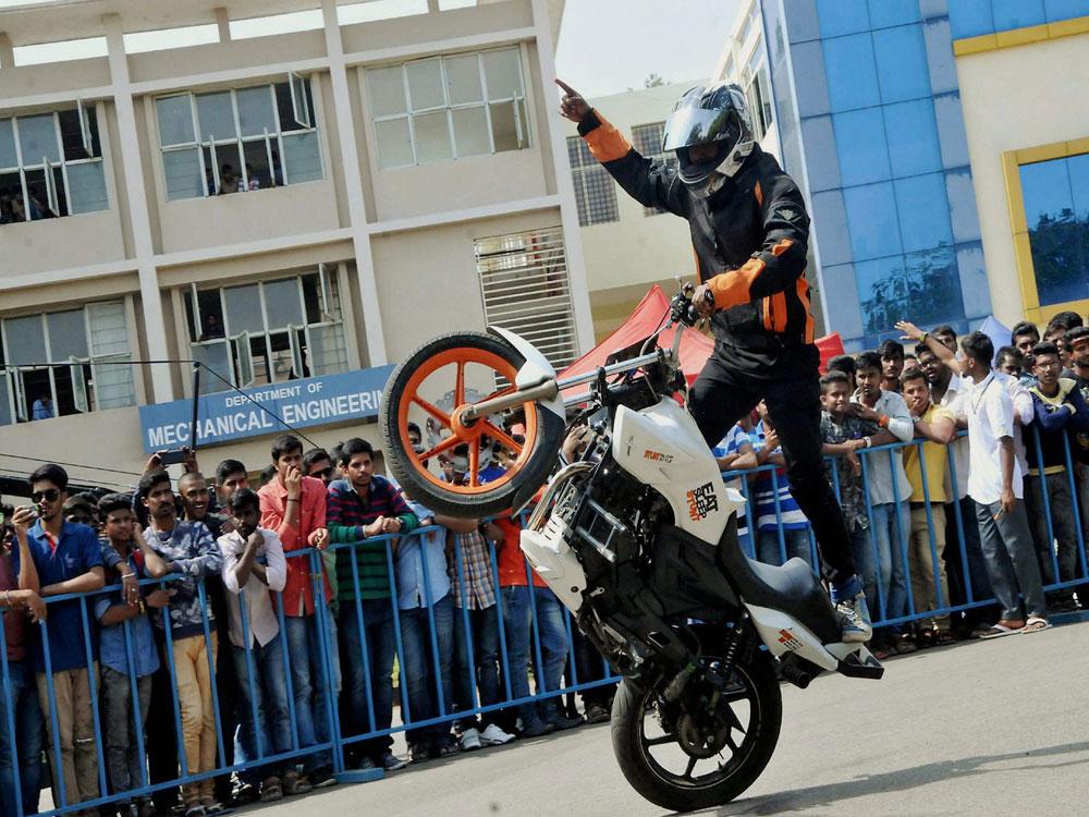 Surplus Of Synapses May Stunt Motor >> Https Www Deccanherald Com Photos 2017 03 01 2017 03 01 Photo