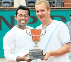 Paes-Dlouhy duo clinches doubles title in Paris