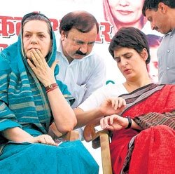 Sonia gives credit to Rahul for Congress victory