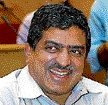 Nilekani quits Infosys to head govt's ID project