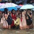 Rains hit Mumbai with full force;  flights, trains delayed