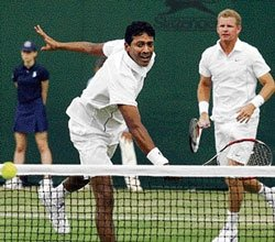 Bhupathi-Knowles storm into round of eight