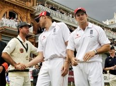 Strauss and Ponting hail Flintoff's pace exploits
