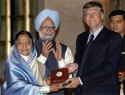 PM hails Gates' anti-poverty drive