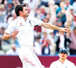 English pacers wreck Aussies on second day
