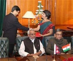 India, Nepal agree to review Friendship Treaty