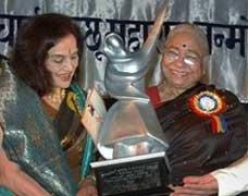 Asha Parekh honoured with Lachchu Mahraj award