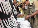 Ten train robbers arrested