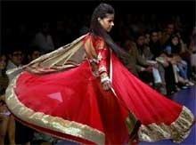 Manish Malhotra flaunts 'runaway bride' on Day 2 of LFW