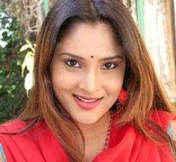 Actress Ramya apologises for rude behaviour