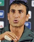 Younis to play through pain