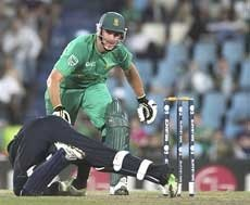 England in CT semis, South Africa crash out