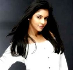 I didn't refuse Farah Khan's offer: Asin
