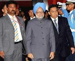 PM arrives in Thailand for ASEAN summit; to meet Wen today