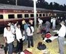 Naxals take train hostage
