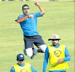 India look to surge ahead of Aussies