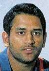 Narrow loss hurts Dhoni