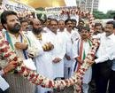 MNS legislators slap Abu Azmi for taking oath in Hindi