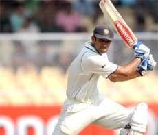 Dravid, Dhoni peg Lanka back
