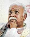 CM briefs Bhagwat about crisis  in State
