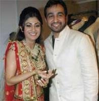 Raj Kundra arrives in a chariot to marry Shilpa