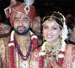 Shilpa exchanges marriage vows with Raj in Bunt style