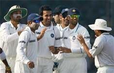 India still in driver's seat as Lanka lose Dilshan