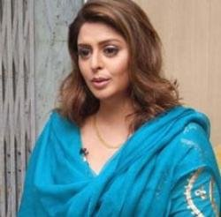 Actress Nagma turns social worker in UP