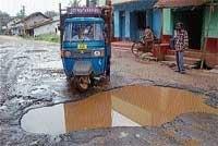 Continuous protest to urge govt to repair roads