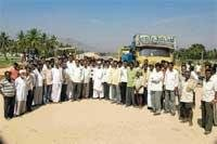 Villagers demand underpass on NH-7, stage protest