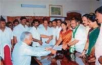 Shanthe Gowda files papers in C'magalur