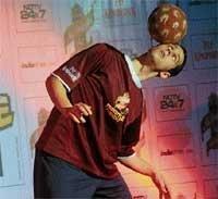 Intl freestyle footballers enthral Mangaloreans