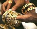 Gold prices ease, triggers buying