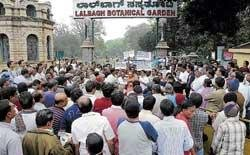 'Govt is planning to demolish old buildings in Lalbagh'