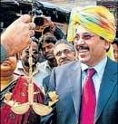 Maran says he'll spin policy to rescue silk weavers